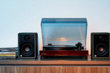 Mackie-CR8-XBT-studio-monitor-main pic