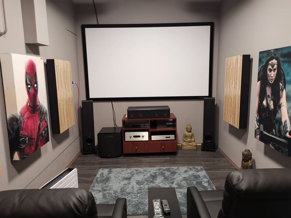 cinema room with acoustic panels (2)
