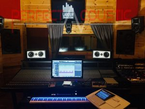 studio acoustics with sound absorbing elements (2)